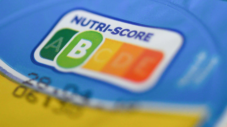 Auf einer Packung Joghurt ist der sogenannte Nutri-Score mit der Note