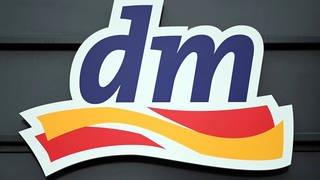 Das Firmenlogo von dm (Foto: picture-alliance / Reportdienste, Picture Alliance)