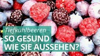 Heidel-,Him- und Erdbeeren liegen gemischt nebeneinander. (Foto: cecil-Qt6ojt3CacE-unsplash)
