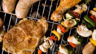 Fleisch und Gemüse auf dem Grill (Foto: Colourbox)