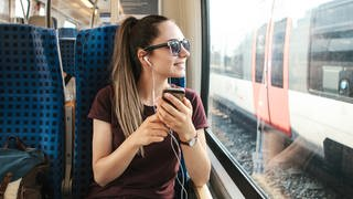 Aktion der Nahverkehrsbetriebe: ÖPNV-Abo Upgrade - freie Fahrt in Bus und Bahn woanders. (Foto: Colourbox)