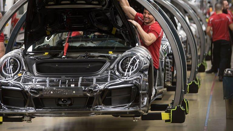 2018 hat Porsche rund 256.000 Fahrzeuge ausgeliefert. (Foto: dpa Bildfunk, picture alliance/Marijan Murat/dpa)