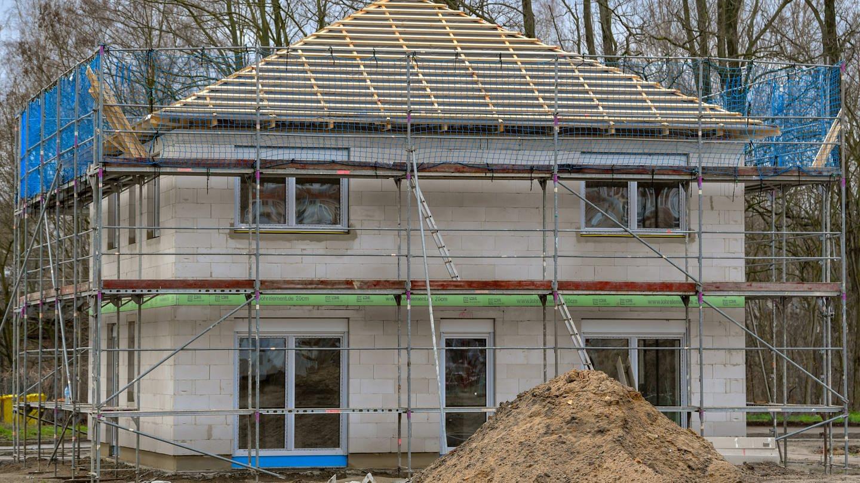 Der Rohbau eines Eigenheimes. (Foto: dpa Bildfunk, Picture Alliance)