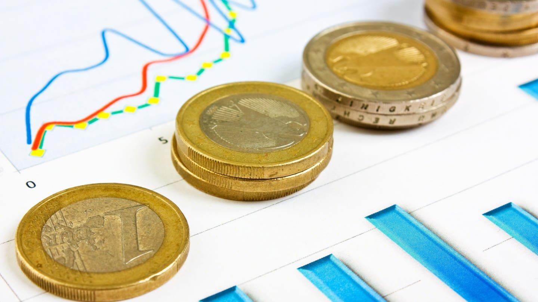 Euromünzen und Diagramme (Foto: Colourbox, Colourbox)