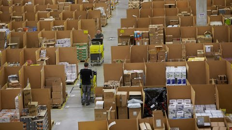 Das Amazon-Logistikzentrum in Koblenz. (Foto: dpa Bildfunk, picture alliance / Thomas Frey/dpa)