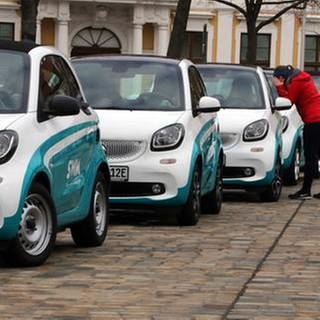 Elektroautos vom Typ Smart parken hintereinander (Foto: picture-alliance / dpa, picture-alliance / dpa -)