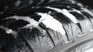 Profile eines Winterreifens (Foto: SWR)