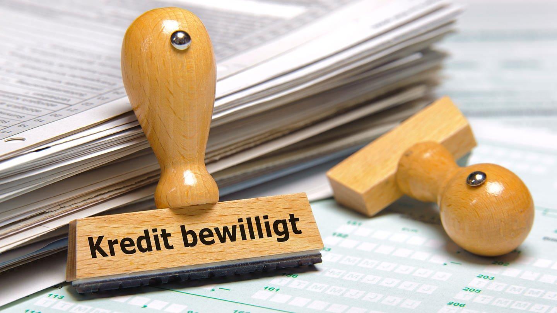 Stempel mit der Aufschrift Kredit bewilligt (Foto: Colourbox)