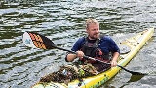 CleanUp-Event in Oberhausen: Auf dem Wasser und am Ufer ist Stephan Horch fündig geworden. (Foto: SWR)