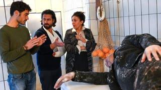 """Darstellerin und Darsteller der Fernsehserie """"Spätzle arrabbiata oder eine Hand wäscht die andere"""" (Foto: SWR)"""