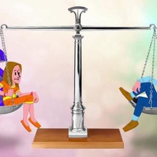 Cartoon: Ein Mann und eine Frau sitzen sich auf zwei Waagschalen einer Waage gegenüber. Auf der Seite der Frau liegen noch zwei Paragrafen-Symbole. (Foto: SWR, SWR -)